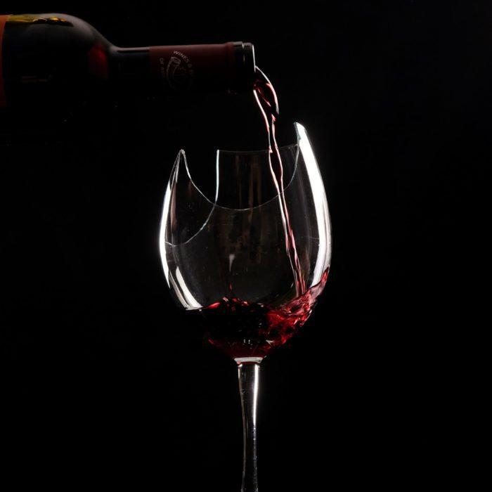 photo de produit bouteille et verre de vin photographe packshot carcassonne perpignan